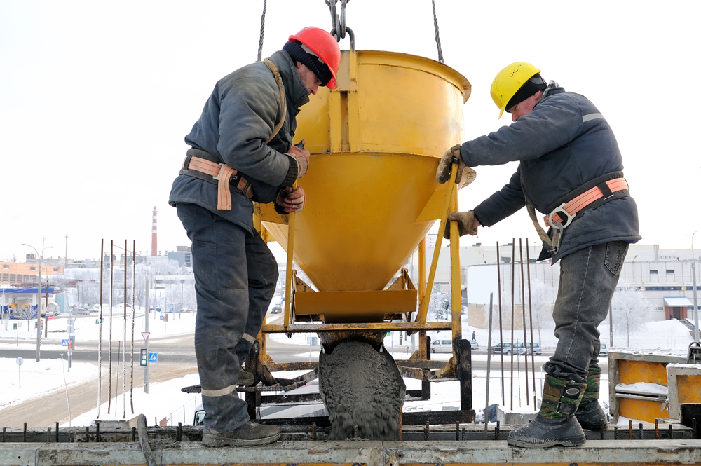 10 Useful Tips for Staying Warm on a Winter Construction
